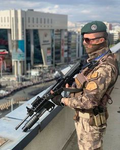 Turkish Army, Military Special Forces, Military Pictures, Modern Warfare, British Army, Armed Forces, Guns, Grey Wolves, Soldiers