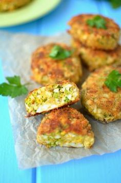 Egg and broccoli patties Healthy Recepies, Easy Healthy Recipes, Vegetable Recipes, Baby Food Recipes, Cooking Recipes, Vegan Dinners, Snacks, Creative Food, Appetizer Recipes