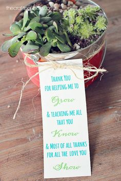 "Plant Teacher Gift Idea *Free Printable Poem Plant Teacher Gift Idea with free printable. Just add to a plant as a thank you for teacher for helping student to ""grow"" this year. Easy Teacher Gifts, Teacher Treats, Teacher Thank You, Thank You Gifts, Classroom Treats, Teacher Notes, School Teacher, Teacher Stuff, Homemade Gifts"