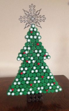 Items similar to Recycled cork christmas tree on Etsy Bottle Top Art, Bottle Top Crafts, Bottle Cap Projects, Diy Bottle, Cork Christmas Trees, Christmas Fun, Christmas Ornaments, Recycled Christmas Tree, Etsy Christmas