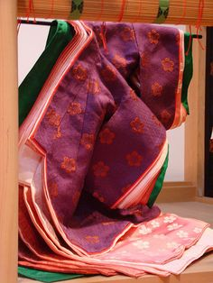 Layers of a color combination worn in the heian era.  Junihitoe.
