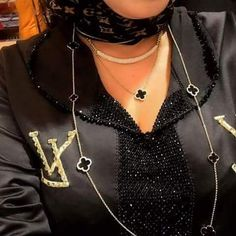 312 mentions J'aime, 1 commentaires - caftan marocaine (@caftan_maro) sur Instagram Kaftan Style, Bead Jewellery, Jewelry, Moroccan Caftan, Mode Hijab, Neckline, Chain, Stylish, Casual