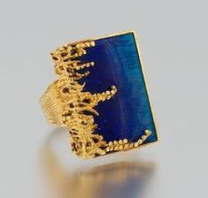A Ladies' 18k Gold and Enamel Ring