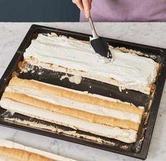 Kardinalschnitten Rezept - [ESSEN UND TRINKEN] Vanilla Cake, Tiramisu, Deserts, Food, Decor, Sheet Cakes, Food And Drinks, Beignets, Apple Tea Cake