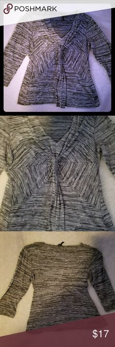 BEAUTIFUL Daisy Fuentes grey stripped shirt. BEAUTIFUL Daisy Fuentes grey stripped shirt size Large. Daisy Fuentes Tops