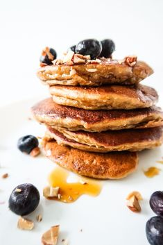 Apple Pancakes With Oats - Easy & Healthy Breakfast Detox Breakfast, Clean Eating Breakfast, Easy Healthy Breakfast, Breakfast For Kids, Breakfast Recipes, Vegan Breakfast, Oat Pancakes, Pancakes Easy, Oatmeal Muffins