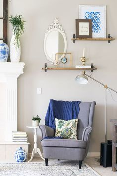 October Living Room Update, Home Accessories, Blue, white, and a touch of natural wood. Living Room Update, Living Room Decor, Painted Chairs, Modern Farmhouse Decor, Beautiful Living Rooms, Cool Diy Projects, Home Accessories, Natural Wood, Interior Design