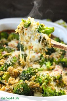 Broccoli and quinoa casserole. Prep time is only 10 minutes. Everything gets baked in a baking pan. #glutenfree #cleaneating