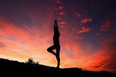 Experts Say Yoga Hurts If Not Done Correctly; 5 Yoga Asanas For Beginners Kundalini Yoga, Pranayama, Yoga Meditation, Meditation Images, Silhouette Photography, Yoga Photography, Editorial Photography, 7 Chakras, Fitness Tips