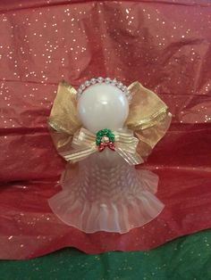 angel crafts using ceiling fan globes - Bing images Christmas Angels, All Things Christmas, Christmas Holidays, Christmas Wreaths, Christmas Decorations, Christmas Ornaments, Angel Ornaments, Christmas Bells, Angel Crafts