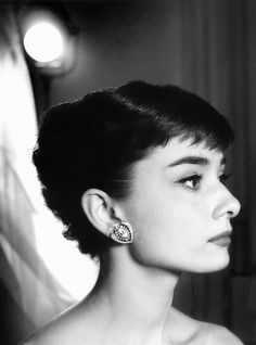 Audrey Hepburn close head, Paramount Studios, 1953 by Bob Willoughby, via Flickr