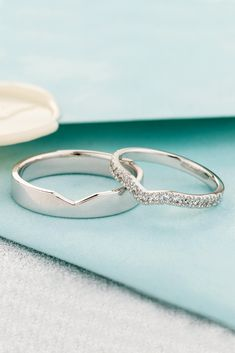 Wedding rings sets his and hers - Beautiful matching wedding bands with diamonds in her ring Wedding bands his and hers Wedding rings set Unique wedding bands Couple rings – Wedding rings sets his and hers Wedding Rings Sets His And Hers, His And Hers Rings, Matching Wedding Rings, Infinity Ring Wedding, Unique Wedding Bands, Wedding Matches, Diamond Wedding Rings, Bridal Rings, Vintage Engagement Rings