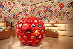 Takashi Murakami for Louis Vuitton Omotesando Store Design / Superflat First Love Superflat, Japanese Art Modern, Japanese Artists, Takashi Murakami Louis Vuitton, Kawai Japan, Murakami Flower, Louis Vuitton Store, Forever 21, Toy Store
