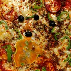 American Pizza w/ Homemade Tomato Sauce..............Mozzarella cheese, Ground Beef, Pepperoni, Fresh Bell Pepper, Egg