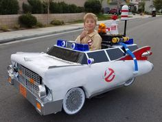 'Ghostbusters' Ecto-1 wheelchair costume revs up Halloween - CNET Enlarge Image Jeremy aint afraid of no ghost. Ryan Scott Miller We first met young Jeremy last year when he conquered Halloween in a Star Wars snowspeeder. Jeremy and his dad Ryan Scott Miller are back with another mind-blowing costume for 2016. Its the Ecto-1 car from the original Ghostbusters. Jeremy is 9 years old and gets around in a wheelchair due to spina bifida a condition that hampers spinal cord development. His…