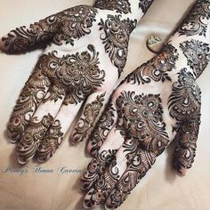 A simple design is popular among all age the girls and women on different events. Here, we have collected easy mehndi design
