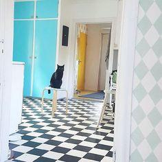 @husetvidskogen   Känslan när man får helg på Torsdag 😸 #äntligenhelg Torsdag, Scandinavian, Contemporary, Instagram Posts, Homes, Cat, Home Decor, Houses, Decoration Home