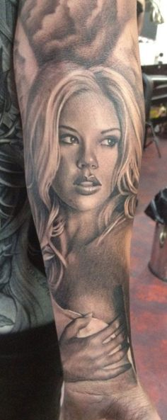 Black and Grey Portrait Tattoo. This is one of the best Ive seen Tattoos Tatau Tattoo, Et Tattoo, Sick Tattoo, Great Tattoos, Unique Tattoos, Beautiful Tattoos, Awesome Tattoos, Beautiful Body, Forearm Tattoos