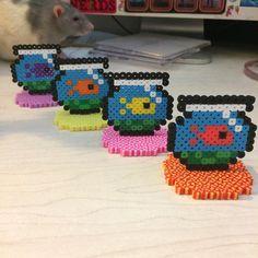 Small goldfish in standing bowl - Perler beads Perler Bead Designs, Perler Bead Templates, Hama Beads Design, Diy Perler Beads, Perler Bead Art, Pearler Beads, Melty Bead Patterns, Pearler Bead Patterns, Perler Patterns