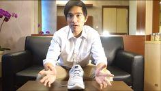 Gaya Kaesang Mengulas Sepatu Sneaker yang Dipakai Jokowi