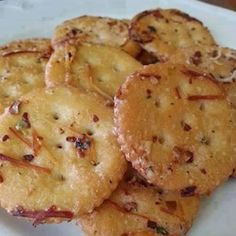 INGREDIENTS: 1 stick melted butter, 1 packet Ranch dressing mix, ¼ c. grated Parmesan, 1 tbsp. red pepper flakes 1 tsp. garlic powder. 1 box Ritz crackers     ~Directions toss box of Ritz crackers with all 5 ingredients Bake in 300-degree oven for 15 minutes   source:tomatohero.com