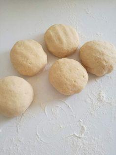 Prăjitura Doboş • Gustoase.net Dessert Recipes, Desserts, Hamburger, Caramel, Bread, Cheese, Cake, Food, Recipes