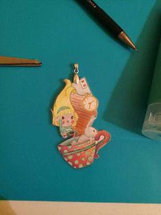 Ciondolo Alice in Wonderland dipinto amano. IAIOI di IAIOI su Etsy