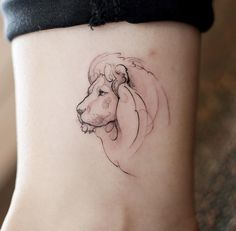 Tattooist Doy lion tattoo With a little watercolor