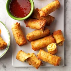 Get your appetizer on with a batch of irresistible crispy spring rolls with a hint of sriracha spice! Store them in the freezer for a fast bite. Great for a party, but works for a snack, too! Fried Spring Rolls, Chicken Spring Rolls, Potluck Recipes, Appetizer Recipes, Cooking Recipes, Italian Appetizers, Casserole Recipes, Potluck Dishes, Skillet Recipes