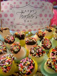 Marshmello pops to look like a flower boquet - yum!