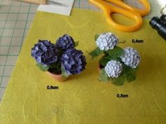 Here is a tutorial (in German, but you can get it from the pictures) for making Anleitung/Tutorial Hydrangea .and other neat stuff. Dollhouse Miniature Tutorials, Diy Dollhouse, Miniature Dolls, Dollhouse Miniatures, Clay Flowers, Paper Flowers, Hydrangea, Minis, Low Maintenance Garden Design