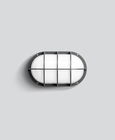 Ein Gehäuse-Oval mit Schutzgitter in 35 cm Länge dient hier als Halterung für ein 26 Watt LED-Leuchtmittel, das von einer schlagfesten und witterungsbeständigen Abdeckung aus Kristallglas mit optischer Struktur umschlossen ist. In den Gehäusefarben Grafit und Silber erhältlich. ...