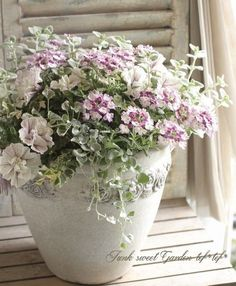 Container gardening is a fun way to add to the visual attraction of your home. You can use the terrific suggestions given here to start improving your garden or begin a new one today. Your garden is certain to bring you great satisfac Container Flowers, Flower Planters, Container Plants, Container Gardening, Beautiful Gardens, Beautiful Flowers, Outdoor Flowers, Arte Floral, Diy Garden Decor