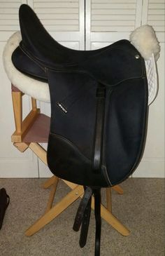 17.5 Wintec Isabell Dressage Saddle- Includes leathers, girth and half pad! #Wintec