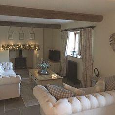 #countryhome #countrylife #countrychristmas #christmas #christmashome #livingroom #livingroomdecor #decor #neutralhome #neutralinterior #moderncountry #interior #interiordesign #barn #barnconversion #stonefloor #beams