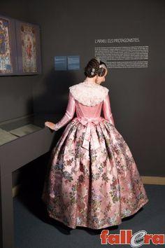 El Museo de la Seda incluye el archivo gremial más antiguo y amplio de Europa, con varios incunables y piezas únicas. En esta ubicación, las modelos de Serrano i Navalón (index.php?option=com_webl