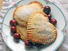 Пирожки-сердечки на палочке