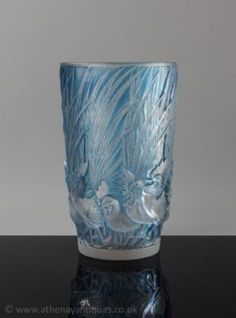 Rene Lalique Coqs et Plumes design Vase 1928