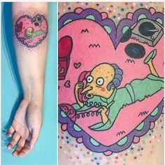 The Simpsons tattoo by Briana Sargent Cartoon Tattoos, Funny Tattoos, Cute Tattoos, Tatoos, Piercings, Piercing Tattoo, I Tattoo, Deadpool Chibi, Sorry Mom Tattoo