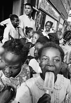 USA, Chicago, Illinois, 1966. MUHAMMAD ALI. In the streets with children.