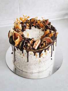cake with dried fruit Food Cakes, Cupcake Cakes, Chocolate Drip Cake, Yogurt Cake, Dessert Decoration, Drip Cakes, Sweet Cakes, Pretty Cakes, Cake Creations