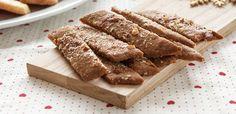 Brune pinner er avlange kaker som smaker av sirup og kanel. De er en av de enkleste julekakene å lage, er gjerne en av de syv slagene som bakes til jul. Norwegian Food, Norwegian Recipes, Cereal, Favorite Recipes, Baking, Breakfast, Drinks, Random, Brown