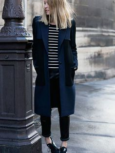 Go for a pared down but refined option in a navy coat and black leather skinny pants. For something more on the daring side to finish your look, introduce black and white athletic shoes to this outfit. Fashion Mode, Look Fashion, Street Style Outfits, Navy Coat, Neue Outfits, Looks Black, Winter Looks, Mode Inspiration, Street Style