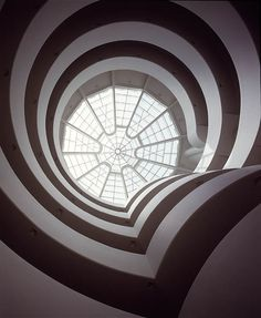 Frank Lloyd Wright. The Solomon R. Guggenheim Museum. New York. 1956-59
