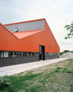 needed a new factory and laboratory Building Exterior, Building Facade, Building Design, Factory Architecture, Roof Architecture, Industrial Sheds, Modern Industrial, Metal Building Kits, Warehouse Design