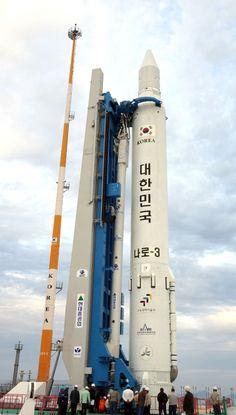 우리나라 최초의 우주발사체 '나로호'(KSLV-Ⅰ) 발사가 하루 앞으로 다가온 가운데 전남 고흥군 봉래면 외나로도의 나로우주센터에는 긴장감이 흐르고 있다.