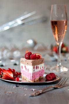 Cream Cake, Cute Food, Sweet Life, Marie Antoinette, Gelato, Icecream, Yum Yum, Panna Cotta, Food Photography
