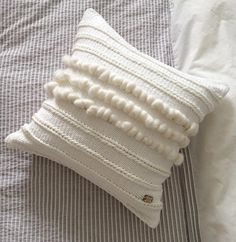 177 Likes, 39 Comments - Blanc Laine Diy Pillow Covers, Diy Pillows, Throw Pillows, Cushions, Tapestry Weaving, Loom Weaving, Hand Weaving, Diy Cushion, Pillow Inspiration