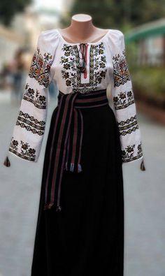 I know its Ukranian, but I just loved it anyway Folk Fashion, Muslim Fashion, Ethnic Fashion, Modest Fashion, Fashion Dresses, Traditional Fashion, Traditional Outfits, Ukrainian Dress, Bohemian Mode