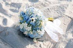 Mother of the Bride - Dicas de Casamento para Noivas - Por Cristina Nudelman: casamento na praia Blue Beach Wedding, Beach Wedding Makeup, Beach Wedding Bouquets, Dream Wedding, Bridal Bouquets, Fantasy Wedding, Beach Weddings, Gold Wedding, Wedding Dresses